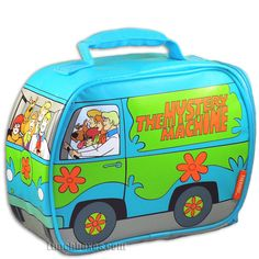 Drive your lunch to school in the Mystery Machine! It shows Scooby, Shaggy. Daphne, and Velma with Fred driving. Amazing artwork adds to the overall effect of this bestselling lunch box. Scooby Doo Snacks, New Scooby Doo, Scooby Doo Mystery, Vintage Lunch Boxes, Cool Lunch Boxes, Metal Lunch Box, Scooby Doo Pictures, Movie Co, Diy Box