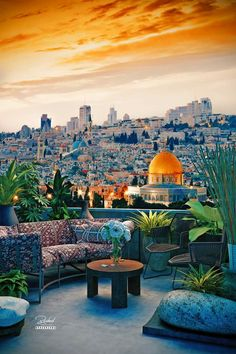 View of The Dome of the Rock mosque in Jerusalem Palestine Beautiful Places To Visit, Beautiful World, Great Places, Beautiful Scenery, Palestine History, Israel Palestine, Dome Of The Rock, Beautiful Mosques, Islamic World