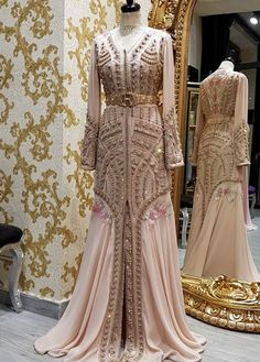 Our online shop propose you a large selection of moroccan kaftan takchita and oriental dresses. If you want to buy it. Morrocan Dress, Moroccan Bride, Moroccan Caftan, Oriental Dress, Oriental Fashion, Arab Fashion, Caftan Dress, Mode Inspiration, Couture Fashion