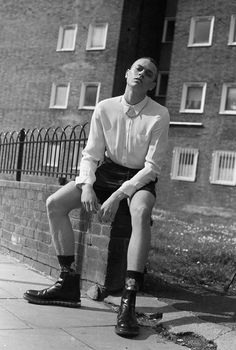 DECAY Magazine perfectly shows a rough, yet classic spring/summer outfit / even giving off somewhat of a preppy look Hats For Short Hair, Poses For Men, Outfits With Hats, Men Street, Stylish Men, Hats For Men, Editorial Fashion, Fashion Photography, Mens Fashion