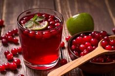 Do your health a favor by drinking cranberry juice more often. Cranberry juice is extracted from a small acidic berry coming from an evergreen shrub cultivated widely in North America It has a… Cranberry Juice Detox, Drinks With Cranberry Juice, Cranberry Juice Benefits, Cranberry Wine, Cranberry Extract, Kidney Cleanse, Juice Cleanse, Juice Diet, Fruit Juice