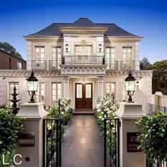 30 Amazing Exterior Home Design Idea With Villa Style - Dream House Dream Mansion, Dream Homes, Classic Architecture, House Architecture, Baroque Architecture, Dream House Exterior, Classic House Exterior, Luxury Homes Exterior, House Entrance