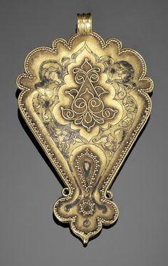 Persia | Seljuk gem-set gold pendant | 12th / 13th century