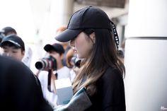 Gfriend-Sowon 180810 Gimpo Airport from Japan South Korean Girls, Korean Girl Groups, Jung Eun Bi, Kim Ye Won, Gfriend Sowon, Fandom, G Friend, Riding Helmets, Korean Fashion