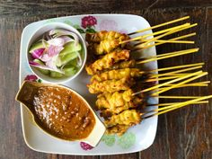 Chicken satay with fake-ass spicy peanut sauce recipe Thai Recipes, Sauce Recipes, Asian Recipes, Cooking Recipes, Indonesian Recipes, Dutch Recipes, Grill Recipes, Delicious Recipes, Yummy Food