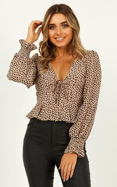 Complete your look with the Another Reason Top In Leopard Print from Showpo! Buy now, wear tomorrow with easy returns available. Dress Outfits, Cute Outfits, Dresses, Blusas Animal Print, Outfits Con Camisa, Dressy Pants, Latest Fashion Trends, Fashion Tips, Clothes For Women