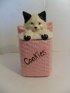 vintage mccoy cat in basket cookie jar Cat Cookie Jar, Ceramic Cookie Jar, Ceramic Art, Teapot Cookies, Biscuit Cookies, Mccoy Pottery, Vintage Pottery, Jar Jar, Antique Cookie Jars