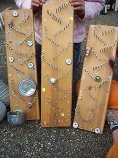 Deze keer mooie knikkerbanen gemaakt op de Techniekclub! 23 kinderen die er op los timmeren, dat geeft een flink kabaal. Gelukkig was het goed weer om buiten te werken. We bedanken Dragt Houtconstr…