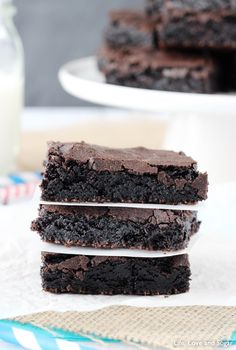 Quick And Easy Brownies Double Chocolate Fudge Brownies A Latte Food How To Make Fudgy Brownies With Crackly Tops Thomas& The post Homemade Cake Like Brownies appeared first on The Cake Boutique. Cake Like Brownies, Sugar Free Brownies, Chewy Brownies, Chocolate Fudge Brownies, Homemade Brownies, Homemade Cakes, Brownies Recipe No Butter, Chocolate Chips, Easy Desserts
