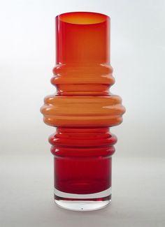 "TAMARA ALADIN - Glass vase ""Tulppaani"" 1516  (Tulip) designed 1971 for Riihimäen Lasi Oy, in production 1971-1976, Finland.   [h. 20 cm]"