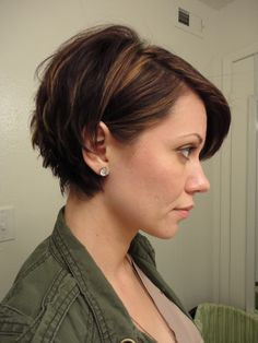 Cute short hair cut (for semi curly hair) @Tiffany Kennedy-Hewat I think this would look wicked on you!