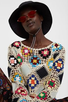 Long-sleeved jumper with round neck and knit pattern that forms diamond patterns with sheer zones. New Desigual Woman collection. Boho Chic, Boho Inspiration, Bikinis, Swimwear, Patches, Crochet Blouse, Boxers, Knit Patterns, Cowboy Hats