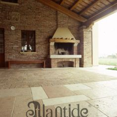 Base e mensole camino in Pietra e pavimento in Pietra della Lessinia levigato e trattato
