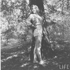 vintage everyday: Marilyn Monroe hiking, August 1950