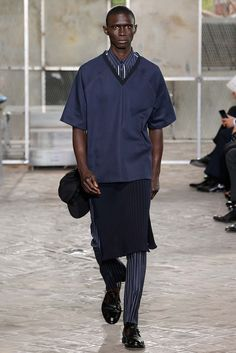 http://www.style.com/slideshows/fashion-shows/spring-2016-menswear/givenchy/collection/35