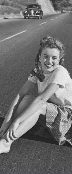 1945: Marilyn Monroe – Norma Jeane – photo shoot sitting in road …. #marilynmonroe #pinup #monroe #marilyn #normajeane #iconic #sexsymbol #hollywoodlegend #hollywoodactress #1940s