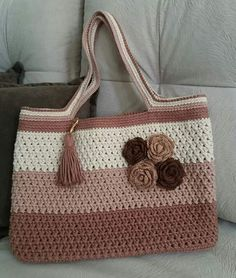 Bobble Stitch Handbag Crochet Pattern with Video Tutorial No pattern, but a lovely idea Free Crochet Bag, Mode Crochet, Crochet Purse Patterns, Crochet Market Bag, Crochet Tote, Crochet Handbags, Crochet Purses, Filet Crochet, Knit Crochet