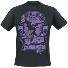 """Esta deseable camiseta de Black Sabbath llamada """"Lord Of This World"""" es un homenaje a la canción con el mismo nombre de su álbum de 1971 """"Masters Of Reality"""". Hay camisetas especial, y esta es una de ellas. ¡Hail Black Sabbath!"""