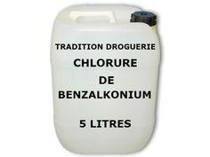 Le Chlorure de Benzalkonium est aussi appelé Chlorure d'Alkyldiméthylbenzylammonium.   Le Chlorure de Benzalkonium est un mélange de chlorures d'alkylbenzyldiméthylammonium avec des chaînes carbonées de longueur variable.  Le Chlorure de Benzalkonium est un produit soluble dans l'eau, l'alcool, l'éthanol et l'acétone.