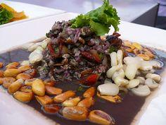 Ceviche conchas negras, Emilio y Gladys Restraunt, Chorriros, Lima Peruvian Cuisine, Peruvian Recipes, Seafood Recipes, My Recipes, Food Facts, International Recipes, Pot Roast, The Best, Food Porn