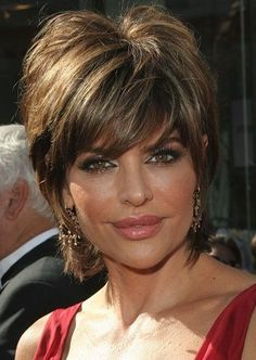 Lisa Rinna-Celebrity Inspired Haircuts for Women Over 40 l www.sophisticatedallure.com