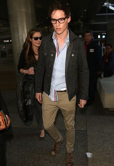 Eddie Redmayne Arrives at LAX in Thom Browne Ahead of the Oscars | UpscaleHype