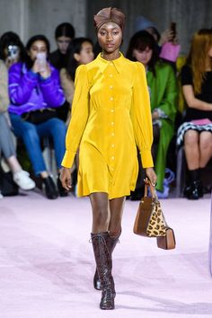 Kate Spade New York Fall 2019 Ready-to-Wear Fashion Show - Vogue New York Fashion, High Fashion, Womens Fashion, Fashion Trends, Kate Spade, Belle Silhouette, Yellow Fashion, Fashion Show Collection, Mannequins
