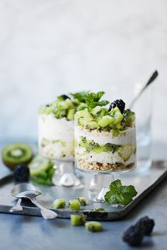 A healthy Kiwi Parfait with Greek Yogurt, lime zest, and your favorite sweetener. You'll have a delicious breakfast ready in 10 minutes or less! Kiwi season is in full swing and we need to take Greek Yogurt Breakfast, Best Breakfast, Healthy Breakfast Recipes, Brunch Recipes, Gourmet Recipes, Healthy Recipes, Breakfast Parfait, Breakfast Ideas, Healthy Food