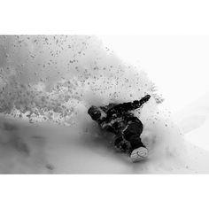 Travel when snowboarding in deep POWDER