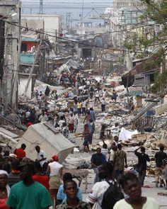 Une rue de Port au Prince, la capitale d'Haïti, après le dernier tremblement de terre qui dévasta la majeure partie de la ville en 2010.