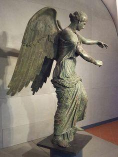 La statua della Vittoria alata