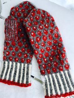 Lilians Bärvantar - Share your missing! Crochet Mittens, Mittens Pattern, Fingerless Mittens, Knitted Gloves, Knit Crochet, Knitting Charts, Knitting Socks, Hand Knitting, Knitting Patterns
