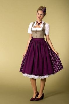 Find images and videos about dirndl on We Heart It - the app to get lost in what you love. Drindl Dress, Maid Dress, The Dress, Oktoberfest Outfit, Mode Outfits, Retro Outfits, Style Indien, German Costume, German Fashion