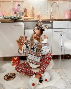Looking for for ideas for christmas aesthetic?Check this out for cool Christmas ideas.May the season bring you serenity. Christmas Mood, Merry Christmas, Cozy Christmas Outfit, Classy Christmas, Christmas Morning, Christmas Tumblr, Christmas Couple, Christmas Porch, Magical Christmas