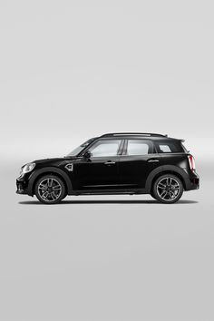 Denk groot. Met MINI Private Lease rijd je vanaf € 415,- per maand een gloednieuwe MINI Countryman. Mini Countryman, Mercedes Benz R350, Old Planes, Car Insurance Rates, John Cooper Works, Toys For Boys, Exotic Cars, Motor Car, Cars And Motorcycles