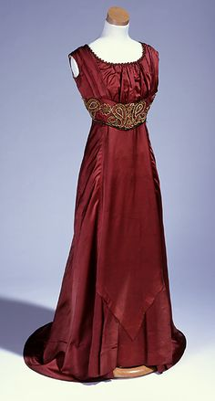 Evening dress worn by a governor's wife, 1909-13 United States (North Carolina), the North Carolina Museum of History jαɢlαdy