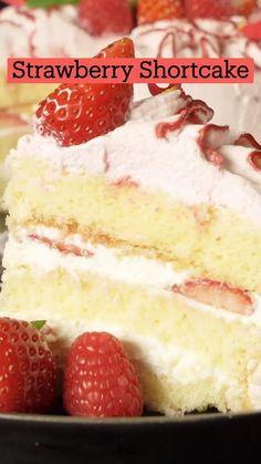 Fun Baking Recipes, Sweet Recipes, Cooking Recipes, Easy Cake Recipes, Fun Desserts, Delicious Desserts, Healthy Birthday Desserts, Yummy Food, Bolo Fresco