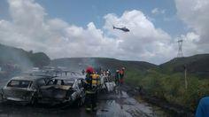 Acidente envolveu 12 veículos deixando uma pessoa morta e uma criança ferida levemente