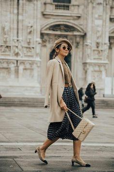 Inspiramo-nos na #lovelyPepa para lhe trazer um guia completo de como usar as saias 'midi' no dia-a-dia! Descobre tudo no #trendyNotes! #saiasMidi #midiskirt #saias #ComoUsar #outfitinspo #styleinspo