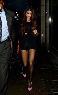 Selena Gomez: Long Legs + Pink Pumps On London Dinner Date With Samantha Droke — See All The Pics! | TeenInfoNet