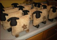 Primitive Spool Leg Sheep from Jillians Country Home Primitive Spool Leg Sheep from Jillians Country Home crafts Primitive Sheep, Primitive Folk Art, Primitive Crafts, Primitive Christmas, Country Primitive, Christmas Crafts, Primitive Bedroom, Primitive Kitchen, Spool Crafts