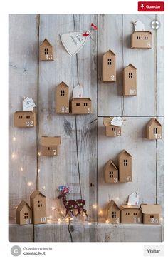 calendario de adviento en forma de casas de carton