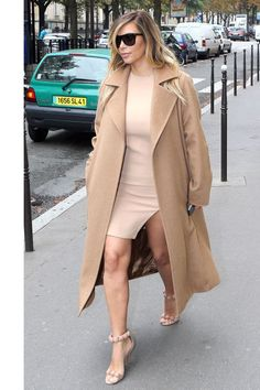 Outfits that stick to one color palette are the most flattering for any body shape. Whether you opt for pants, a skirt, a blazer or coat, choose a neutral palette such as nude, grey or navy.