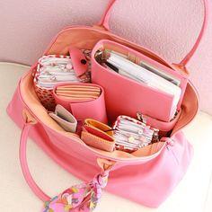Große Leder Handtasche für Business Frauen- hochwertig in HAndarbeit genäht in Salzburg School Bag Organization, Handbag Organization, Cute Laptop Bags, Cute Bags, What In My Bag, What's In Your Bag, Uni Bag, Inside My Bag, What's In My Purse