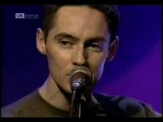 ▶ Roddy Frame (Aztec Camera) - Oblivious (Acoustic Live) - YouTube