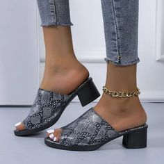 2021 Slippers Women Shoe Summer Women Slippers Fashion 4.5cm Heel Serpentine Slippers Slip On Casual Plus Size 42 43 Womens Slippers, Types Of Shoes, Summer Shoes, Chunky Heels, Heeled Mules, Slip On, Wedges, Plus Size, Casual