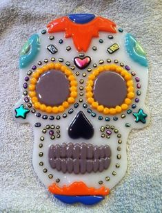 Dia De Los Muertos - Delphi Stained Glass Mexican Sugar Skulls, Sugar Skull Art, Fused Glass Art, Mosaic Glass, Pattern Design Drawing, Delphi Glass, Glass Fusion Ideas, Glass Fusing Projects, Glass Pumpkins