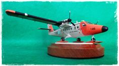 My modest aproximation to the Twin Otter to the Argentinian Air Force Antarctic service. The model is an 1/72 Scale rendition of the Classical Matchbox Brand, now packaged by Revell Germany. A word of praise on the Decals made by the gifted hands of the late colleague Alejandro Serra, gone but not forgotten.