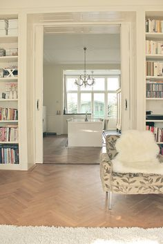 I'm in love with depth @ windows and doorways, using built-ins Home Suites, Home Living Room, Built Ins, Home Renovation, Home Furniture, Family Room, New Homes, House Design, Interior Design
