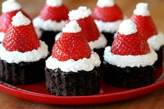 These Brownie topped with Strawberry Santa Hats are so cute and absolutely delicious! They make a festive addition to. The post The Perfect DIY Cute Strawberry Santa Hat Brownie appeared first on The Perfect DIY. Christmas Tree Brownies, Christmas Desserts, Holiday Treats, Christmas Treats, Christmas Baking, Holiday Recipes, Christmas Cakes, Christmas Kitchen, Santa Christmas